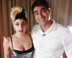 http://noticiasdatvbrasil.files.wordpress.com/2011/05/20110421123219_206271_large_lady-gaga-e-zeca-camargo.jpg?w=300